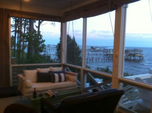 Weekend Getaway Home Design | Wonderful Bay Views